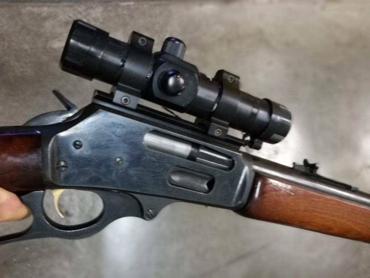 Rifle de palanca marlin con visor tasco de punto rojo