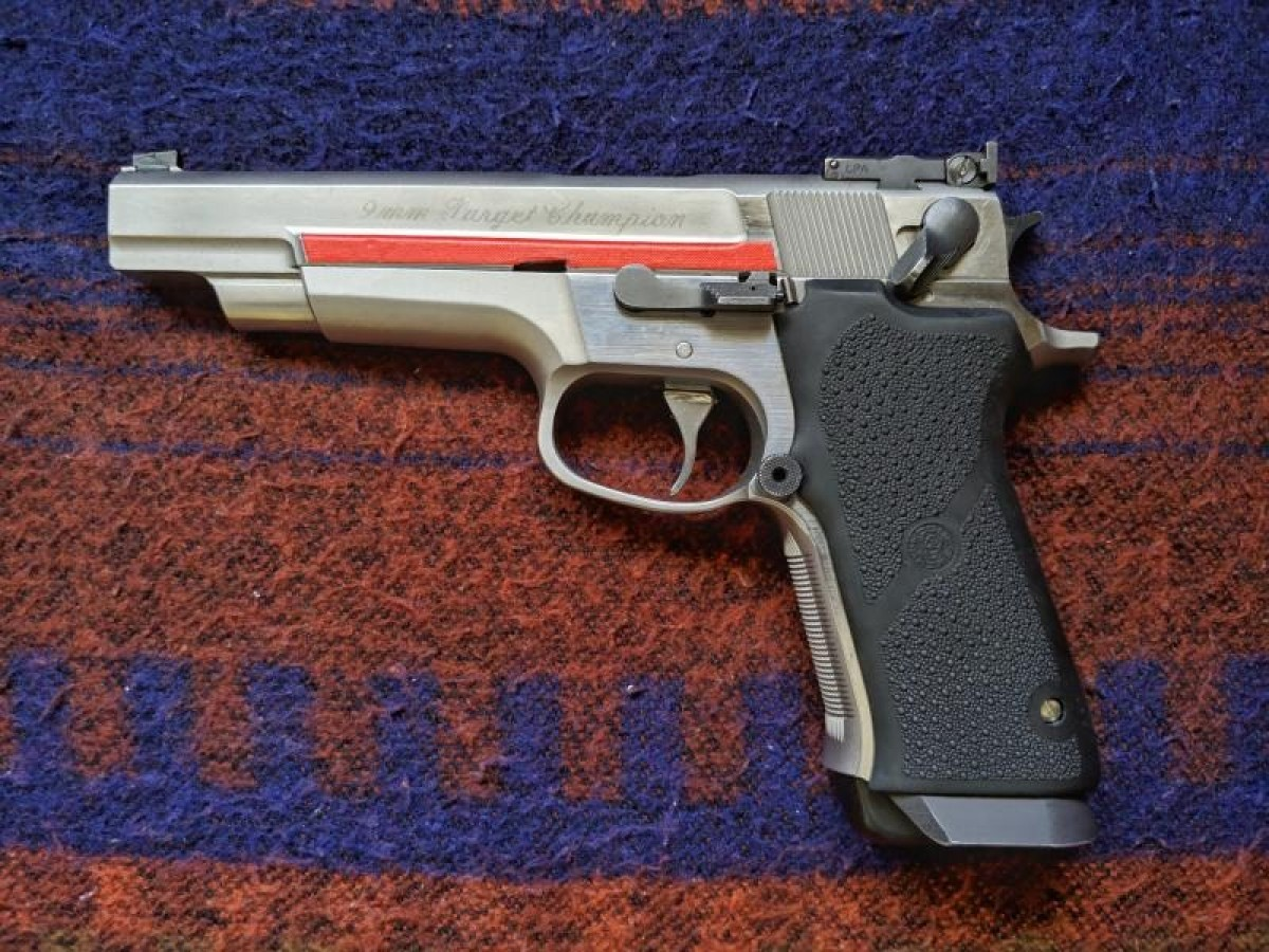 Pistola Smith and Wesson Target Champion 9pb
